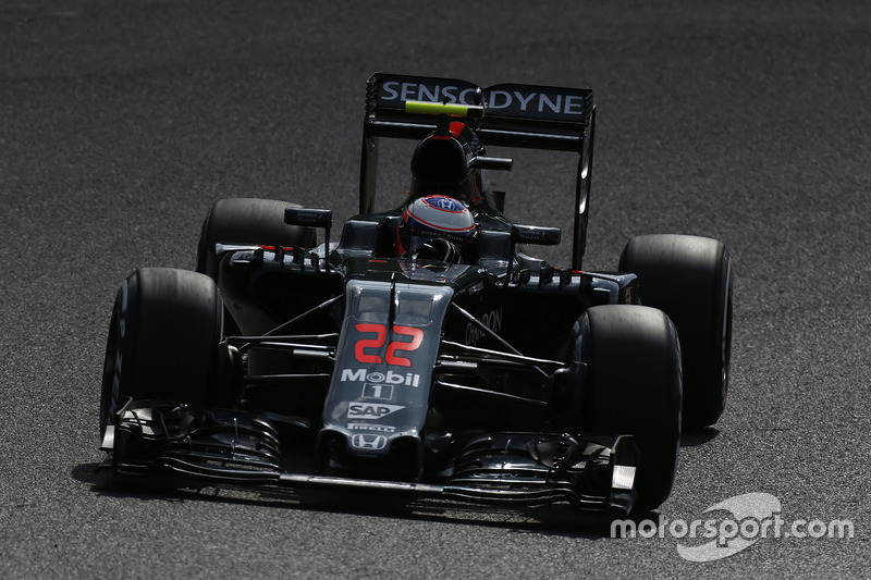 22: Jenson Button, McLaren MP4-31 (35 posiciones de sanción incluidas)