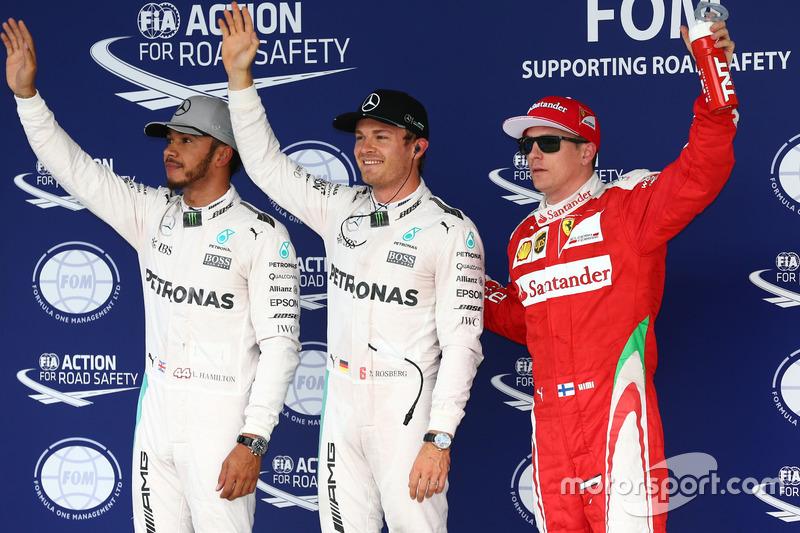 Qualifiche, i primi tre nel parco chiuso (da sx a dx): il secondo qualificato Lewis Hamilton, Mercedes AMG F1; il poleman Nico Rosberg, Mercedes AMG F1; il terzo qualificato Kimi Raikkonen, Ferrari
