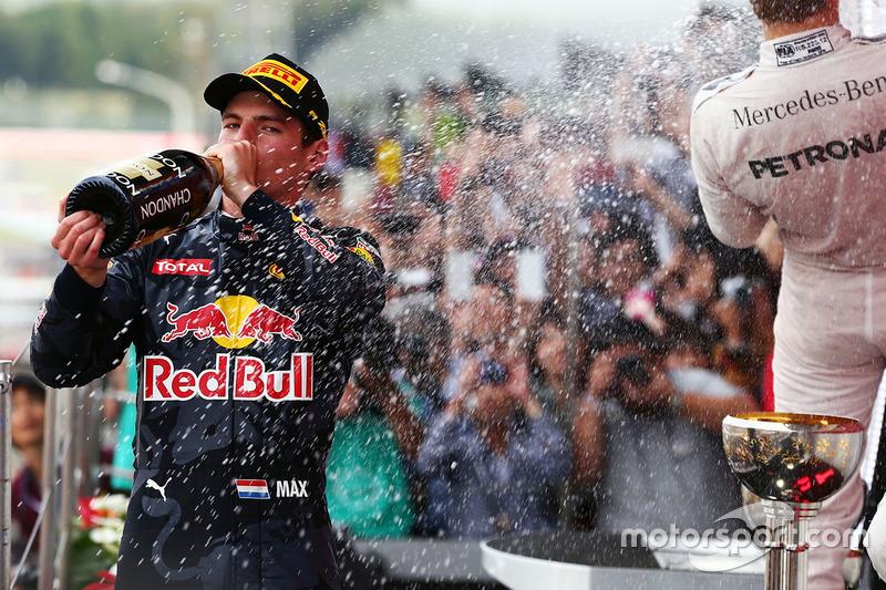 Max Verstappen, Red Bull Racing celebra su segunda posicion en el podio