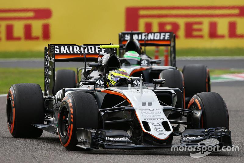 Sergio Perez, Sahara Force India F1 VJM09 mène devant Nico Hulkenberg, Sahara Force India F1 VJM09