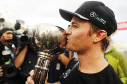 Race winner Nico Rosberg, Mercedes AMG F1 celebrates the Constructors title