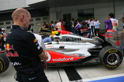Adrian Newey, Red Bull Racing, Technical Operations Director looking at the McLaren
