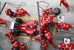 Fernando Alonso, Scuderia Ferrari gets a new nose cone