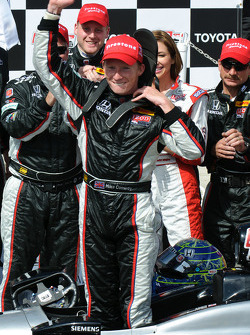 Race winner Mike Conway, Andretti Autosport celebrates