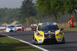 Gabriele Tarquini, Seat LeonSeat L 2.0 TDI, Lukoil - Sunred and Tiago Monteiro, Seat Leon 2.0 TDI, Sunred