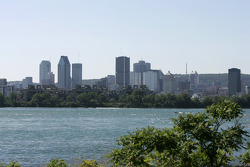 Downtown Montréal seen from the track