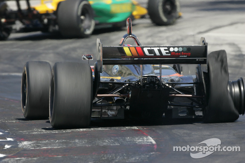 Dan Clarke crève un pneu