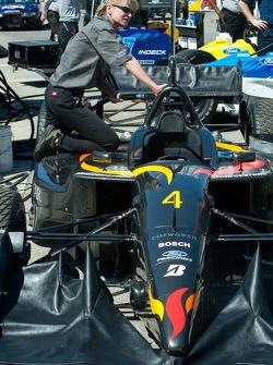 #4 CET Racing/HVM car at the fuel station