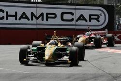 Will Power leades Sébastien Bourdais into the first corner