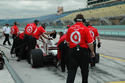 Les mécaniciens Chip Ganassi Racing au travail