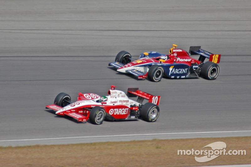 Danica Patrick (à direita) durante estreia na Indy