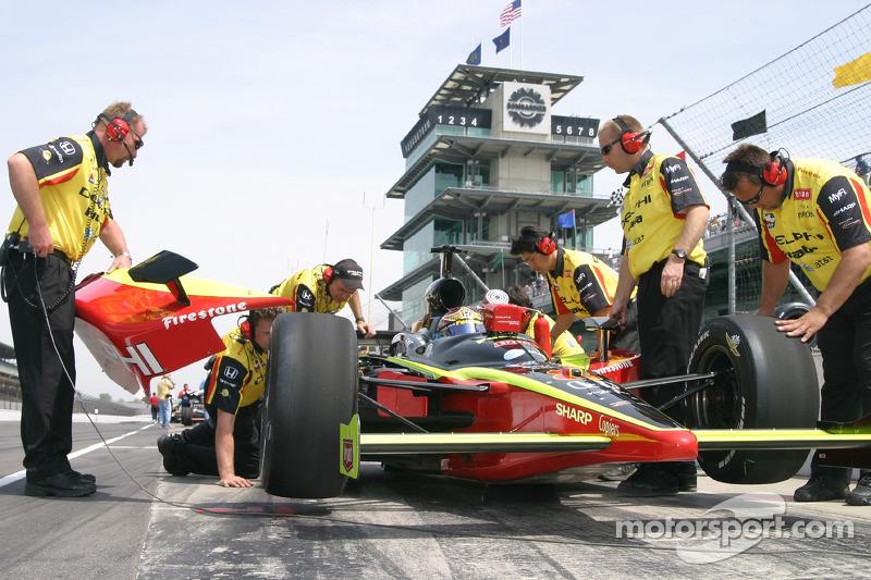 L'équipe Delphi Fernandez Racing au travail