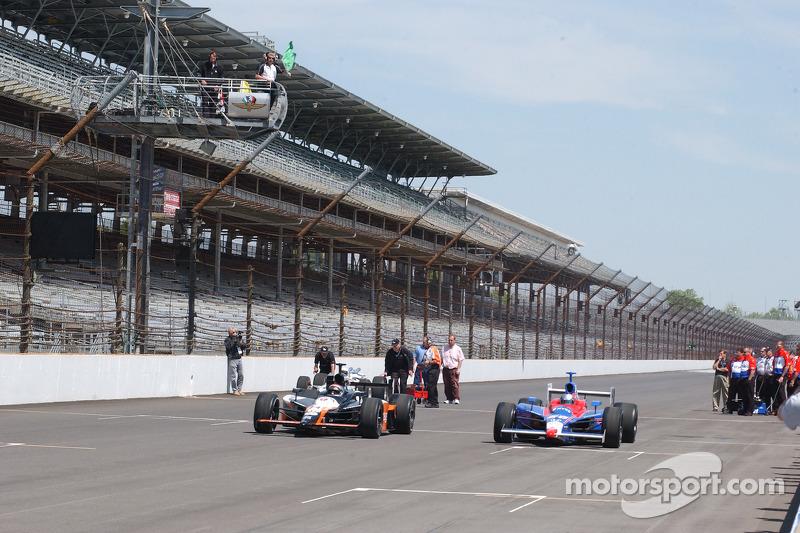 Michael Andretti et Marco Andretti prennent un tour ensemble