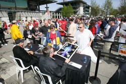 Autograph session: Rick Mears and Johnny Rutherford