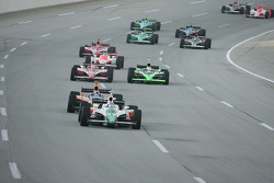 Start: Tony Kanaan leads