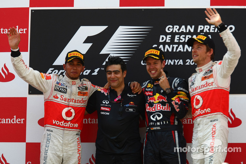 Podium : le vainqueur Sebastian Vettel, Red Bull Racing, le deuxième, Lewis Hamilton, McLaren Mercedes, le troisième, Jenson Button, McLaren Mercedes