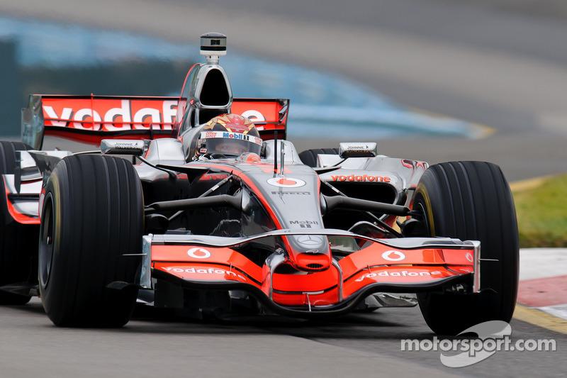 Tony Stewart conduce el McLaren de Lewis Hamilton