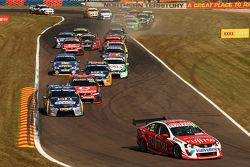 Race start, #33 Fujitsu Racing/Garry Rogers Motorsport: Lee Holdsworth
