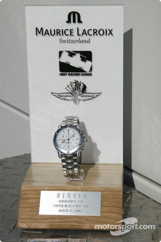 La montre Maurice Lacroix et le trophée pour le vainqueur