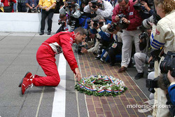 Gil de Ferran kisses the brickyard