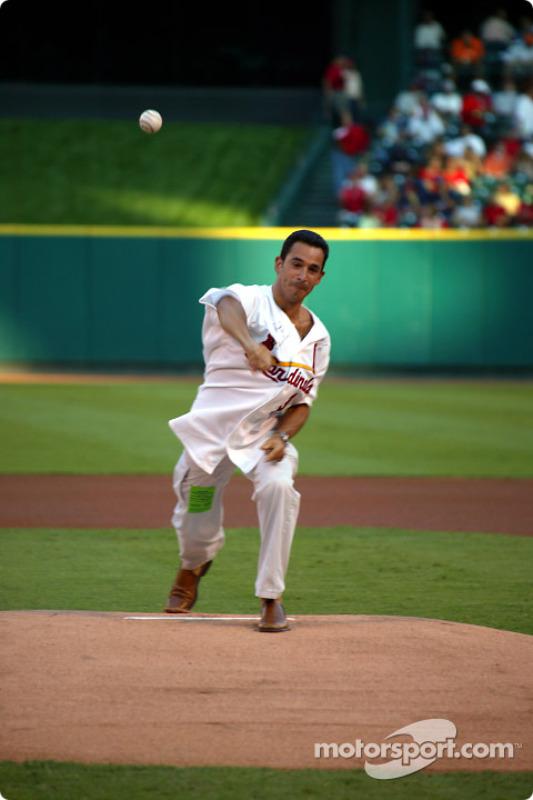 Visite du terrain de baseball des St. Louis Cardinals: Helio Castroneves