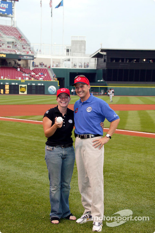 Match de baseball des Cincinnati Reds : Sarah Fisher et Robbie Buhl