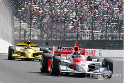 Sam Hornish Jr. pushes Helio Castroneves