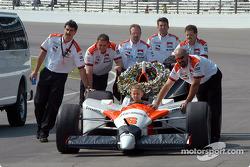 Gil de Ferran's son Luke arrives in the G-Force-Toyota pushed by Team Penske crew members