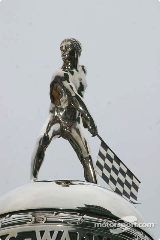 Le dessus du Borg Warner Trophy