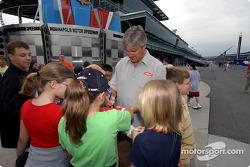 Eddie Cheever signs autographs
