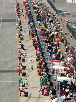 Pit crews ready for first round of pitstops