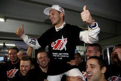Campeón, Marco Wittmnn, BMW Team RMG celebra con el equipo