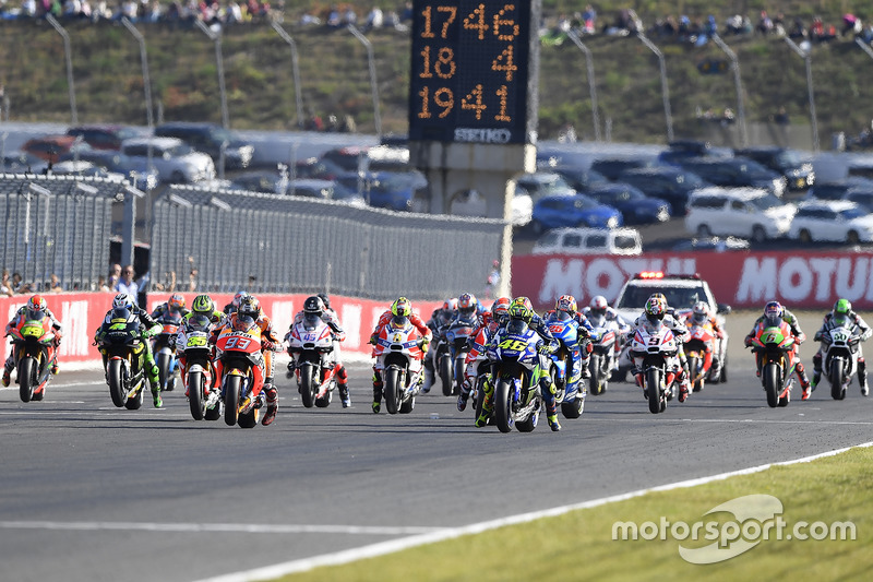 Start: Valentino Rossi, Yamaha Factory Racing leads