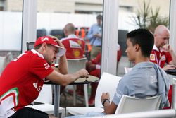 (L to R): Pascal Wehrlein, Manor Racing with Sebastian Vettel, Ferrari