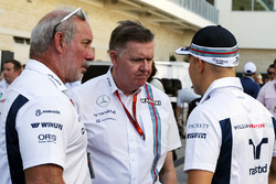 Brad Hollinger, Williams Director no ejecutivo con Mike o ' Driscoll, Williams grupo CEO y Valtteri Bottas, Williams