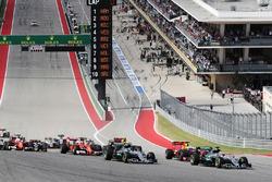 Lewis Hamilton, Mercedes AMG F1 W07 Hybrid führt zum Start des Rennens