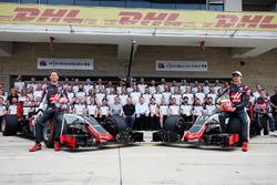 Romain Grosjean, Haas F1 Team y Esteban Gutiérrez, Haas F1 Team en la foto del equipio