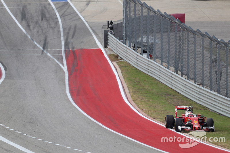 Кими Райкконен сошел на Гран При США и продемонстрировал навыки парковки задним ходом на машине Ф1