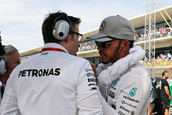 Lewis Hamilton, Mercedes AMG F1 with Andrew Shovlin, Mercedes AMG F1 Engineer on the grid