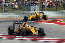 Kevin Magnussen, Renault Sport F1 Team RS16; Jolyon Palmer, Renault Sport F1 Team RS16