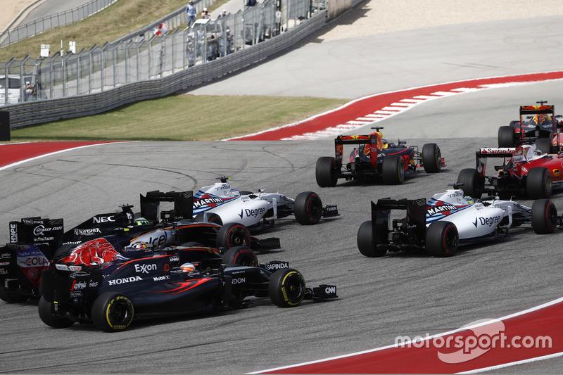 Felipe Massa, Williams FW38,  Valtteri Bottas, Williams FW38; Nico Hulkenberg, Force India VJM09; Carlos Sainz Jr., Toro Rosso STR11 y Fernando Alonso, McLaren MP4-31