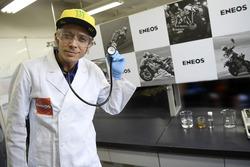 Візит Валентино Россі, Movistar Yamaha MotoGP, на нафтопереробний завод Х і R&D центр в Йокогамі