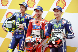 Le poleman Andrea Dovizioso, Ducati Team, le deuxième, Valentino Rossi, Yamaha Factory Racing, le troisième, Jorge Lorenzo, Yamaha Factory Racing