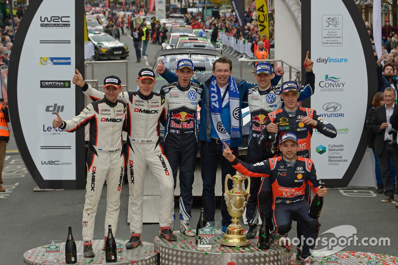 Подіум: переможці Себастьян Ож'є, Жюльєн Інграссія, Volkswagen Polo WRC, Volkswagen Motorsport з Франком Вельшем; друге місце Отт Тянак, Райго Молдер, DMACK World Rally Team; третє місце Тьєррі Ньовілль, Ніколя Жільсуль, Hyundai i20 WRC, Hyundai Motorsport