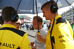 Kevin Magnussen, Renault Sport F1 Team on the grid