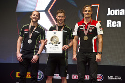 Campeón del Mundo, Jonathan Rea, Kawasaki Racing con Tom Sykes, Kawasaki Racing y Chaz Davies, Ducati Team