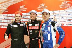 (Da sx a dx):  Alex Fontana, Kia K3; Rob Huff, BAIC Senova, Andy Yan, Ford Focus;