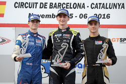 Подиум новичков: Фердинанд Габсбург (победитель), Колтон Херта (второе место) и Кейван Андрес (третье место)