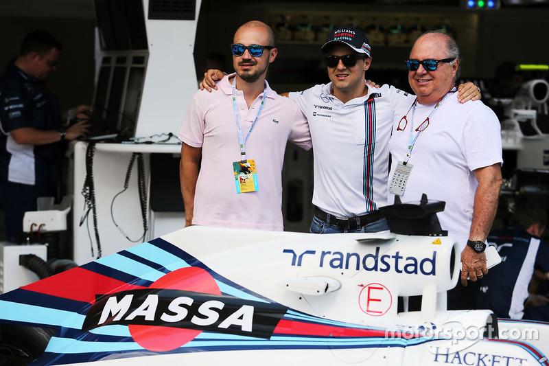 Felipe Massa, con su padre Luis Antonio Massa ) y su hermano Dudu Massa y con una decoración especial en el Williams FW38 por su retirada de la F1