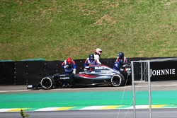 Fernando Alonso, McLaren MP4-31 stopped in the second practice session